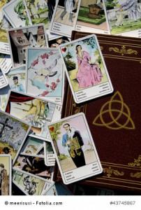 Buch der Schatten und questico Tarot Berater