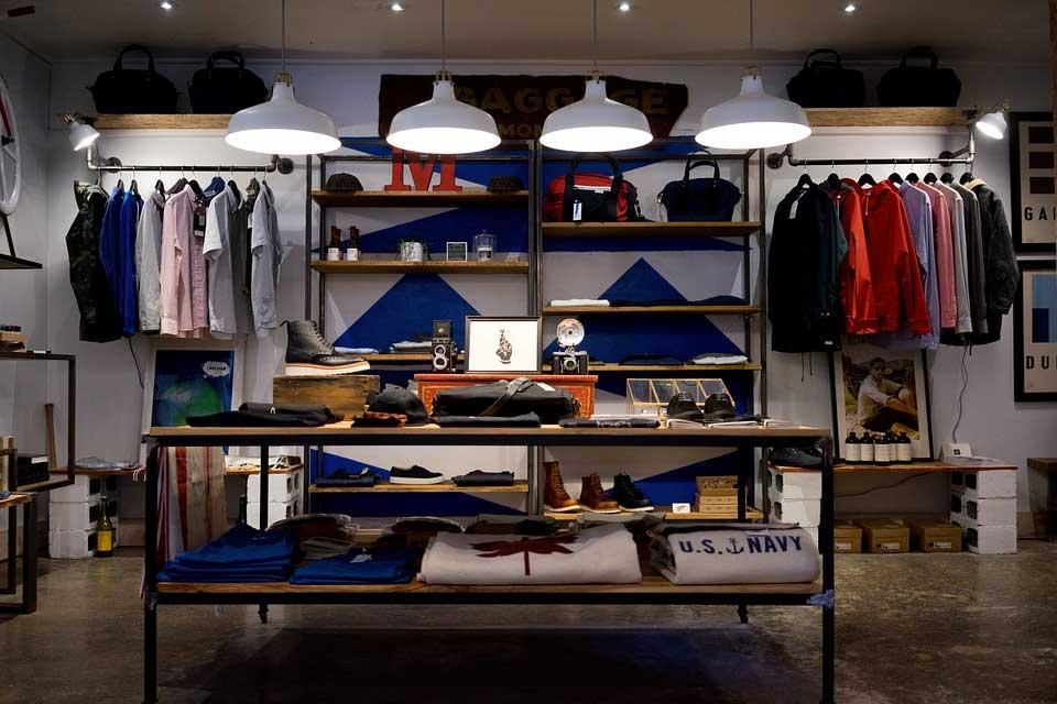 Möbel und Kleider
